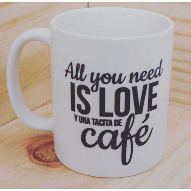 taza all you need: Hogar de estilo  por Azul Bondí
