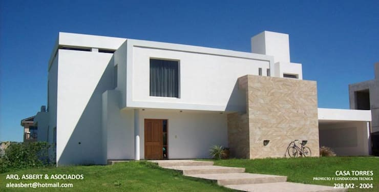 Casa en Barrio Privado San Isidro - Cordoba - Argentina: Casas de estilo  por Alejandro Asbert Arquitecto