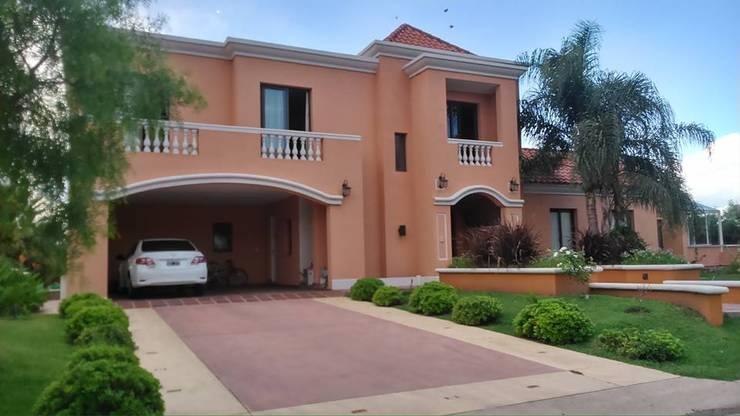 Casa en San Isidro Villa residencial - Villa Allende- Cordoba: Casas de estilo  por Alejandro Asbert Arquitecto,