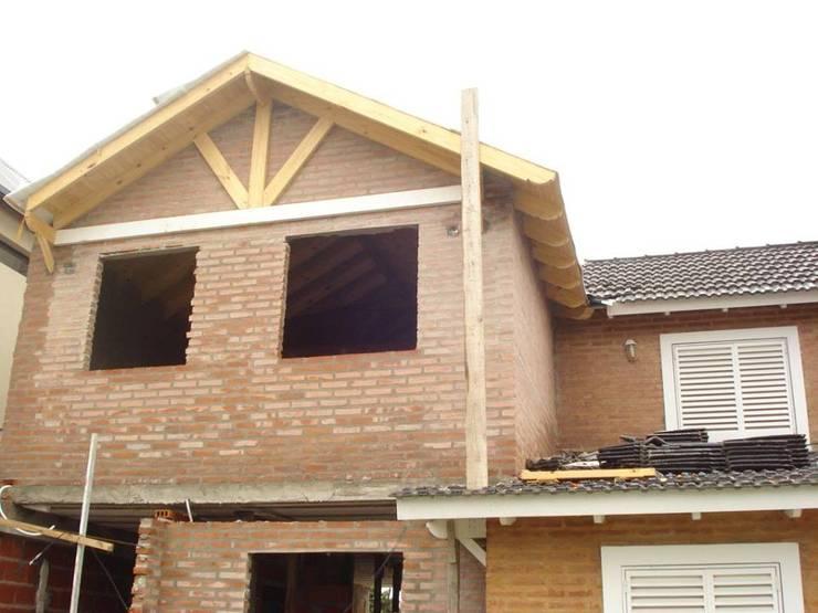 Vivienda Unifamiliar : Casas de estilo  por ArquitectoRossiniTulio,