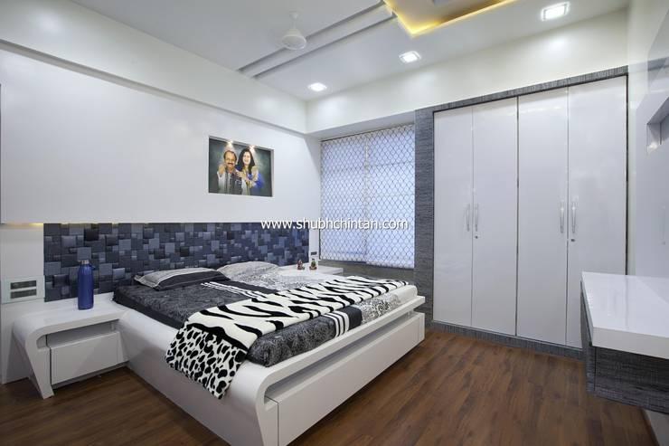 Bed room :  Bedroom by shubhchintan