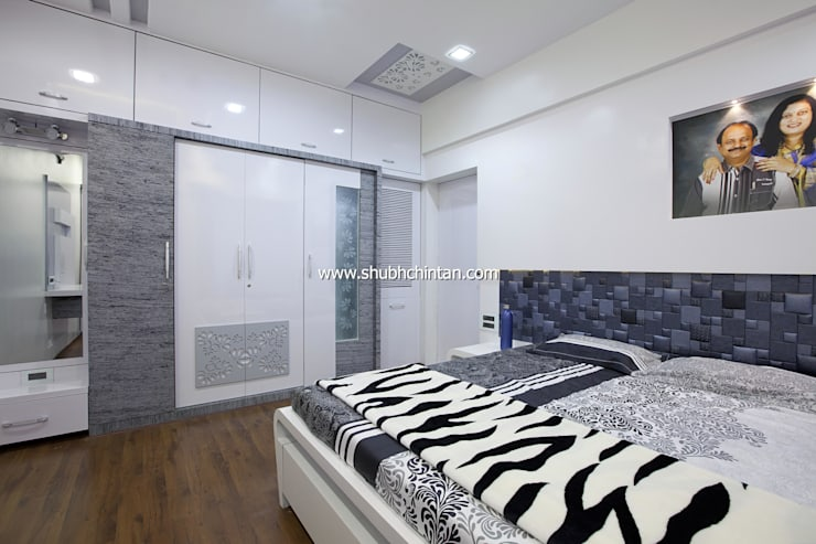 Master bed room :  Bedroom by shubhchintan