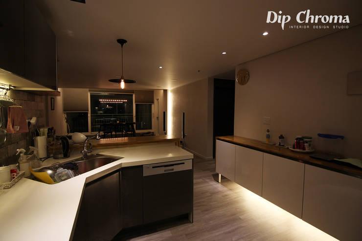 염창동 아파트: dip chroma의  거실