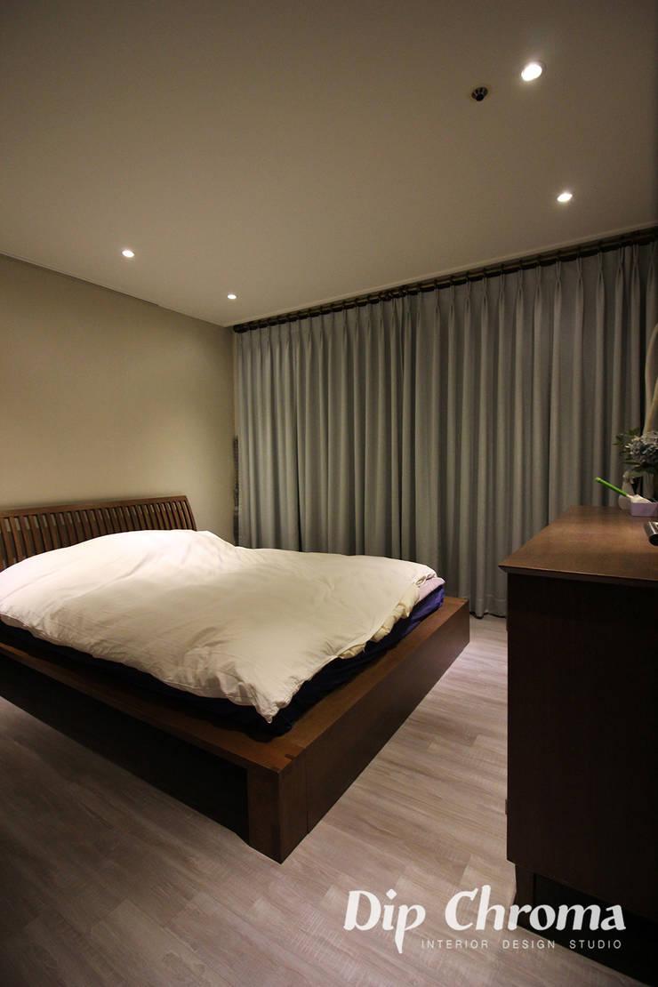 염창동 아파트: dip chroma의  침실