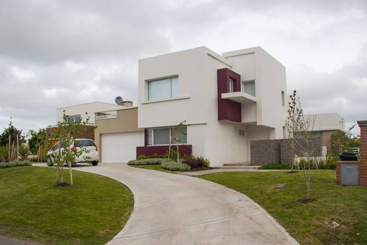 Casa DDC: Casas de estilo  por Zaccanti & Monti arquitectos