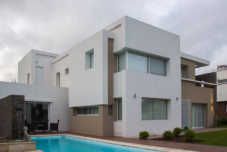 Casa DDC: Piletas de estilo  por Zaccanti & Monti arquitectos