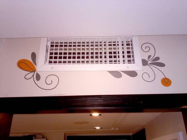 Habitación de niña: Paredes y pisos de estilo  por Andreina Arrieta Tarjeteria y Viniles