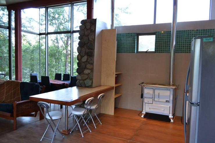 Casa Lago Ranco: Comedores de estilo  por Vibra Arquitectura