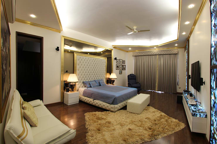 Gillco Interiors: classic Bedroom by Saffron Touch