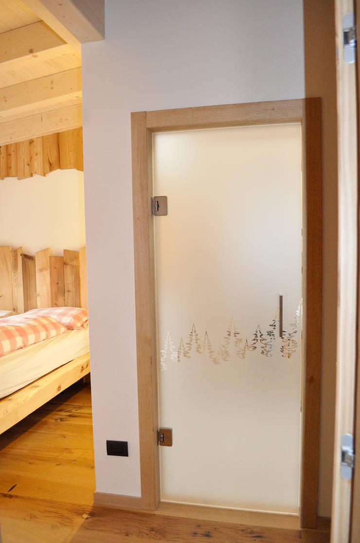 Dormitorios de estilo rústico de RI-NOVO Rústico Madera Acabado en madera