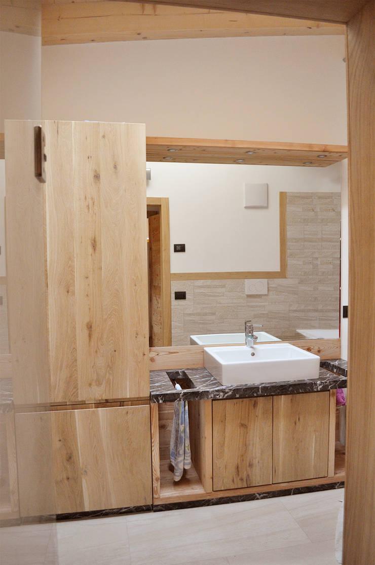 Baños de estilo rústico de RI-NOVO Rústico Madera Acabado en madera