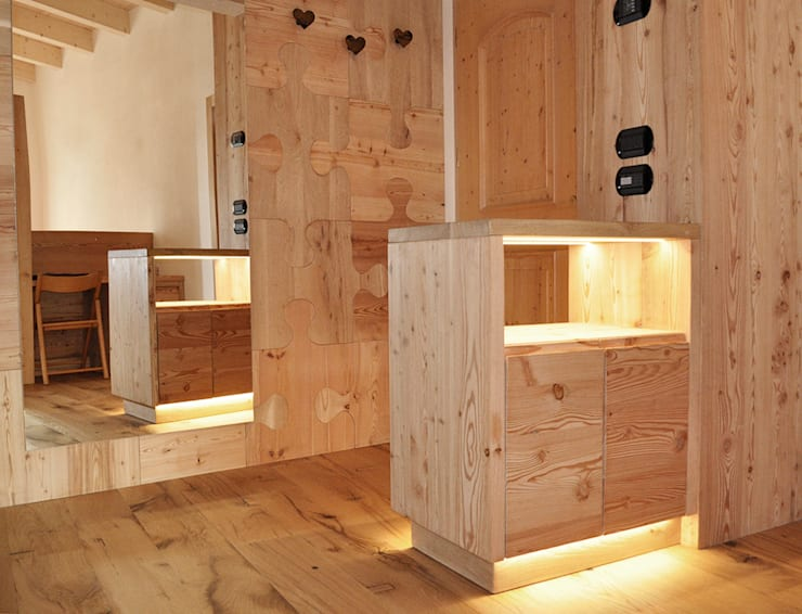 Pasillos, halls y escaleras rústicos de RI-NOVO Rústico Madera Acabado en madera
