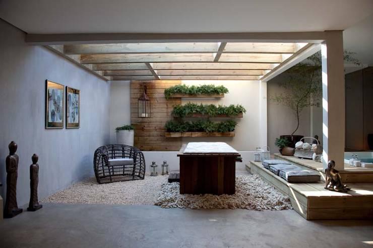 Projekty, egzotyczne Spa zaprojektowane przez Perotto E Fontoura Estúdio de Arquitetura
