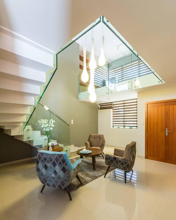 CASA OXIDADA: Livings de estilo  por KARLEN + CLEMENTE ARQUITECTOS