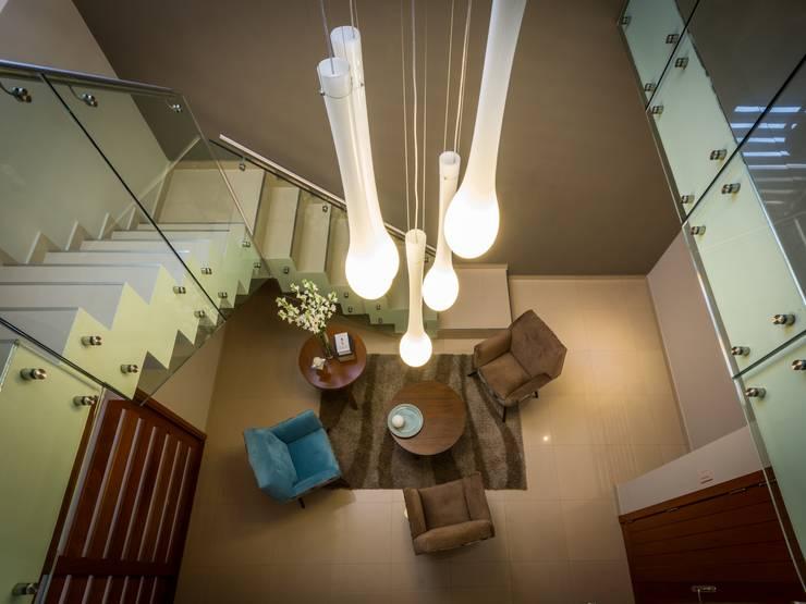 Corridor & hallway by KARLEN + CLEMENTE ARQUITECTOS