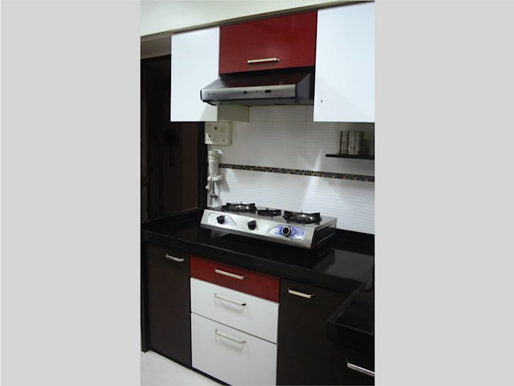 This kitchen complies with vastu, the hob is placed facing east and the water element in the northeast.: modern Kitchen by Neha Changwani