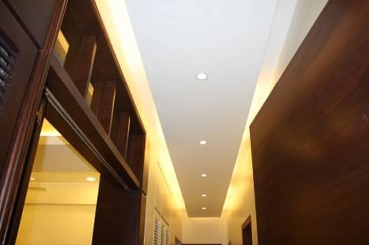 Signature Touch...!:  Corridor, hallway & stairs  by Neha Changwani
