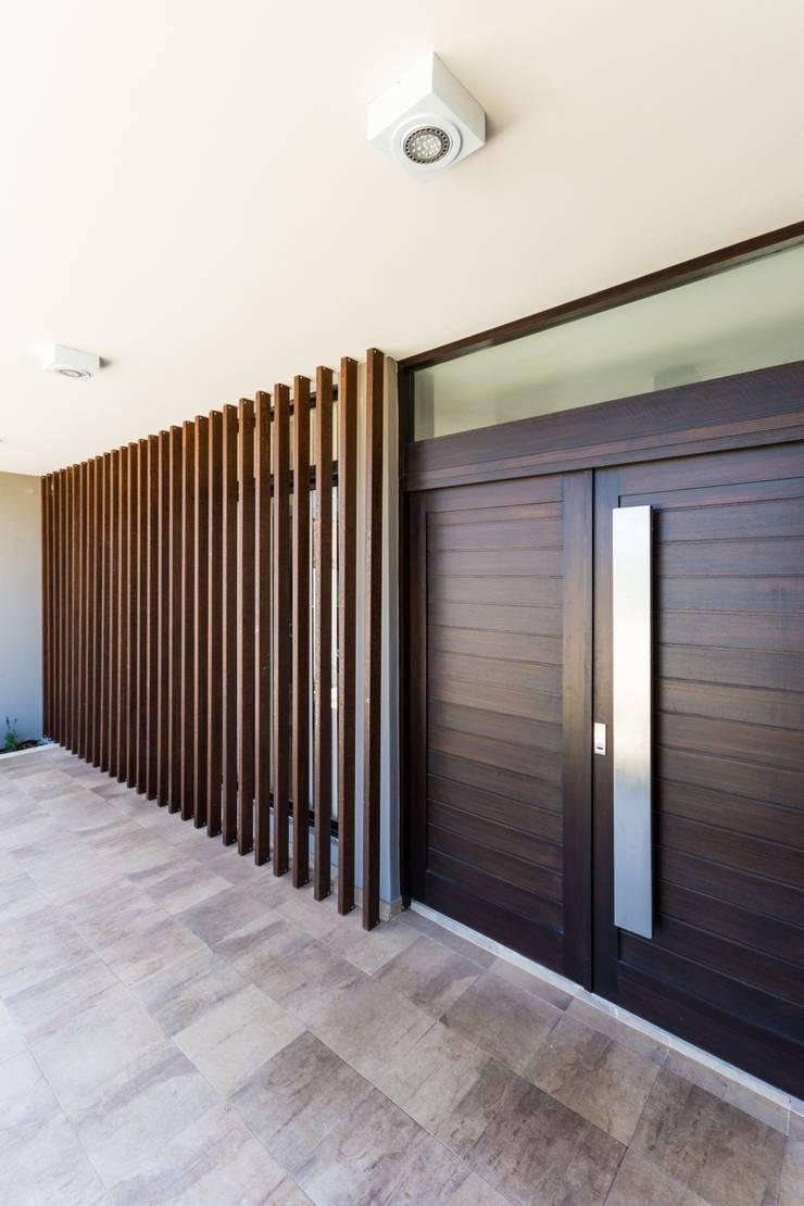 CASA B532: Casas de estilo  por KARLEN + CLEMENTE ARQUITECTOS