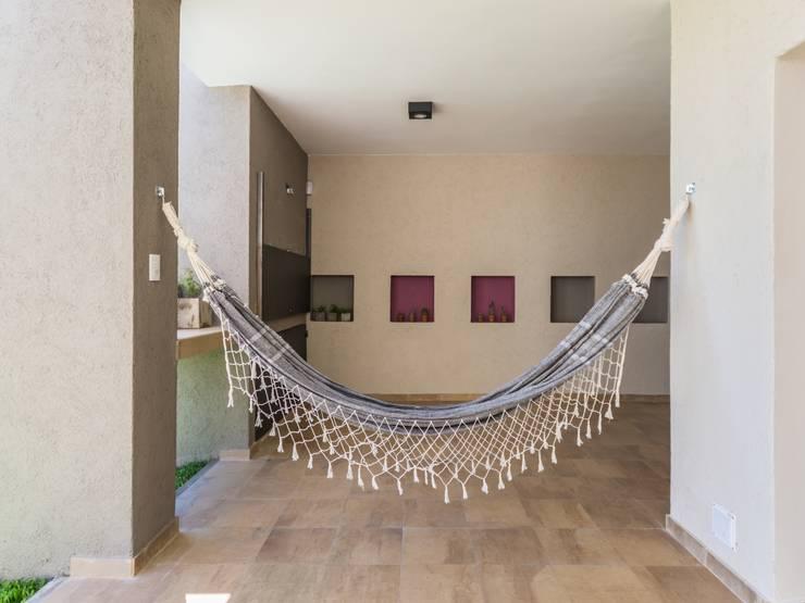 CASA B532: Jardines de estilo  por KARLEN + CLEMENTE ARQUITECTOS