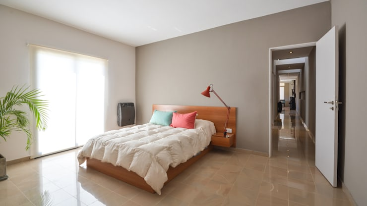 CASA B532: Dormitorios de estilo moderno por KARLEN + CLEMENTE ARQUITECTOS