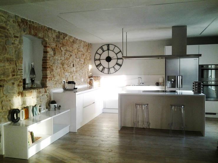 Cucina R.: Cucina in stile in stile Rustico di ArcKid