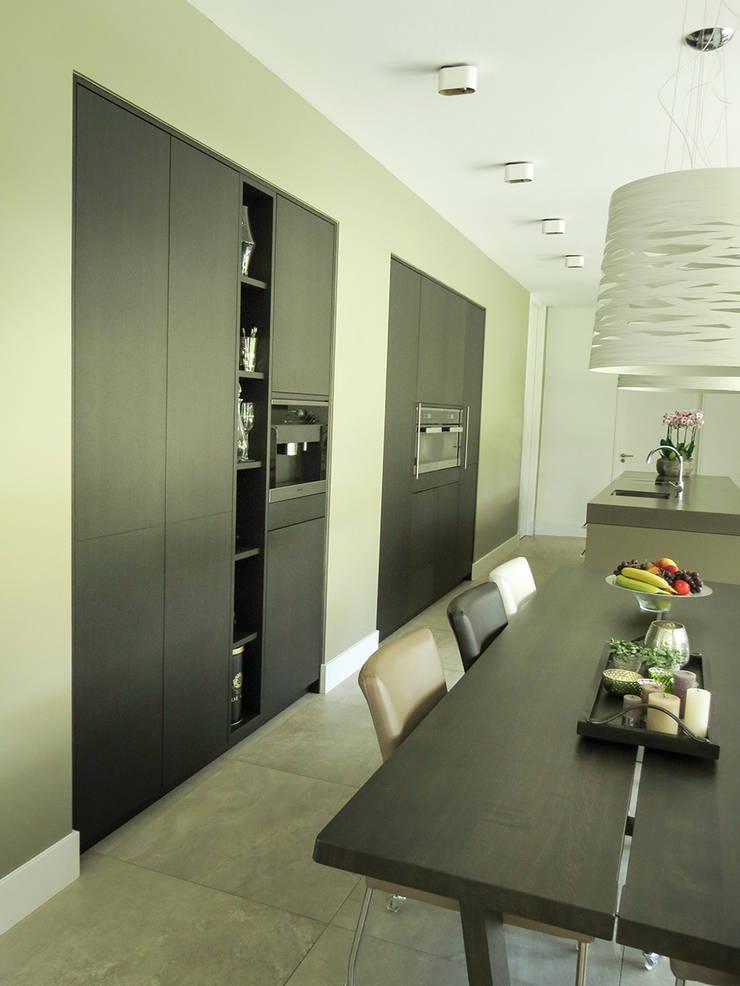 Landhuis inrichting: modern  door Houtbewerking WKH Interieurbouw, Modern Hout Hout