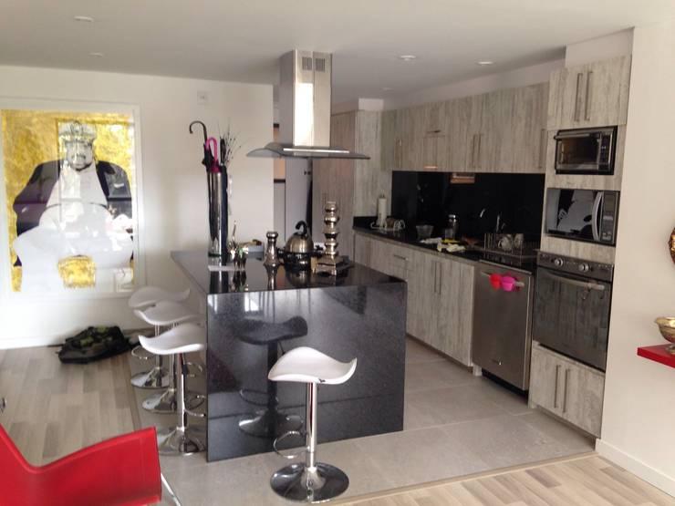 PROYECTO MOBILIARIO HOGAR – APARTAMENTO: Cocinas de estilo  por La Carpinteria - Mobiliario Comercial,