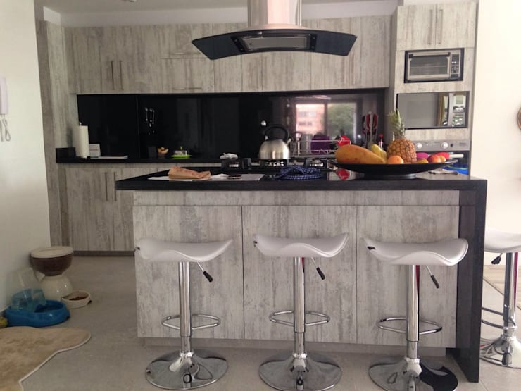 PROYECTO MOBILIARIO HOGAR - APARTAMENTO: Cocinas de estilo  por La Carpinteria - Mobiliario Comercial