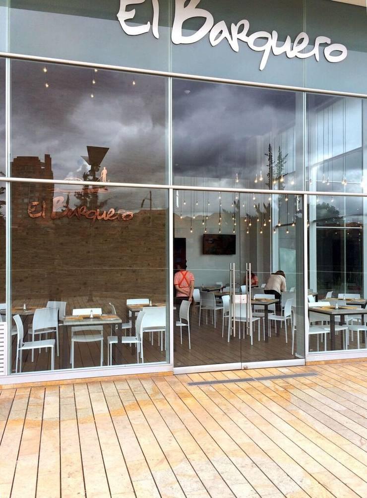Restaurante El Barquero: Locales gastronómicos de estilo  por Integra Proyectos