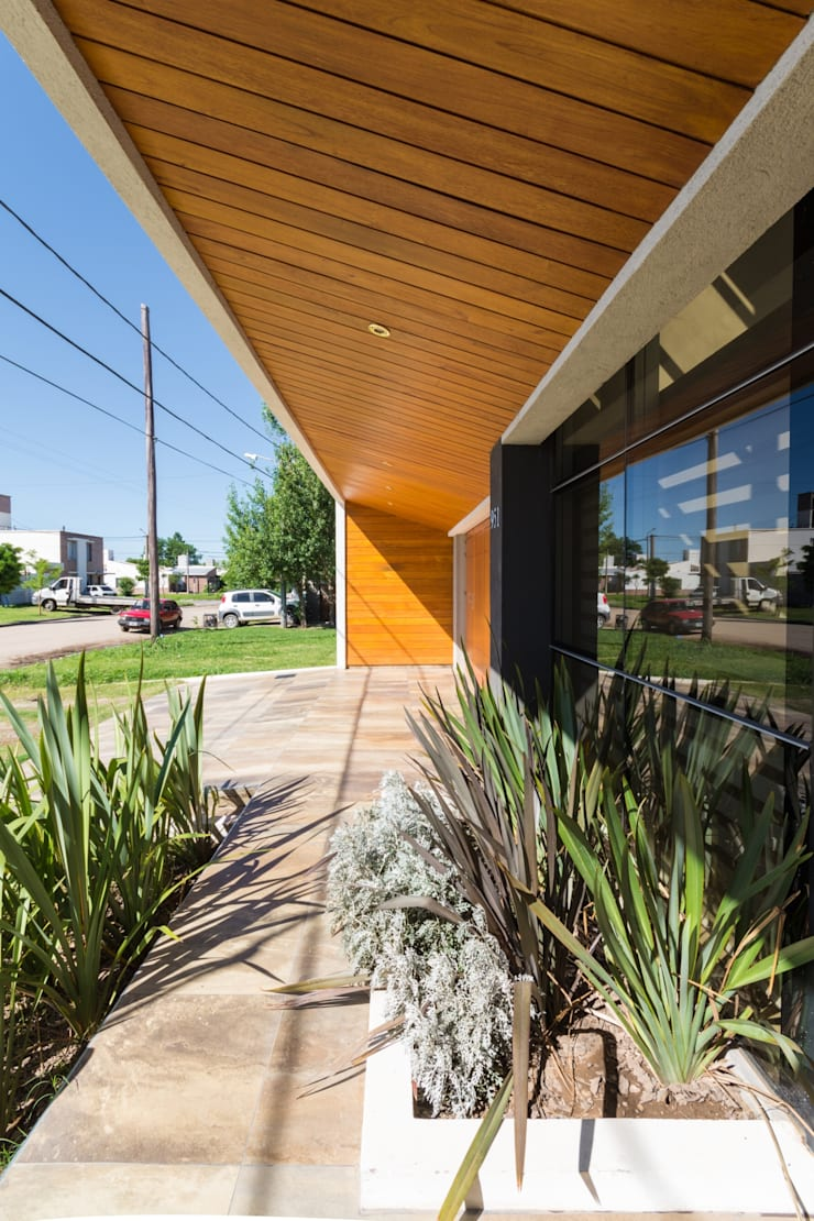 CASA MJ Casas modernas: Ideas, imágenes y decoración de KARLEN + CLEMENTE ARQUITECTOS Moderno Madera Acabado en madera