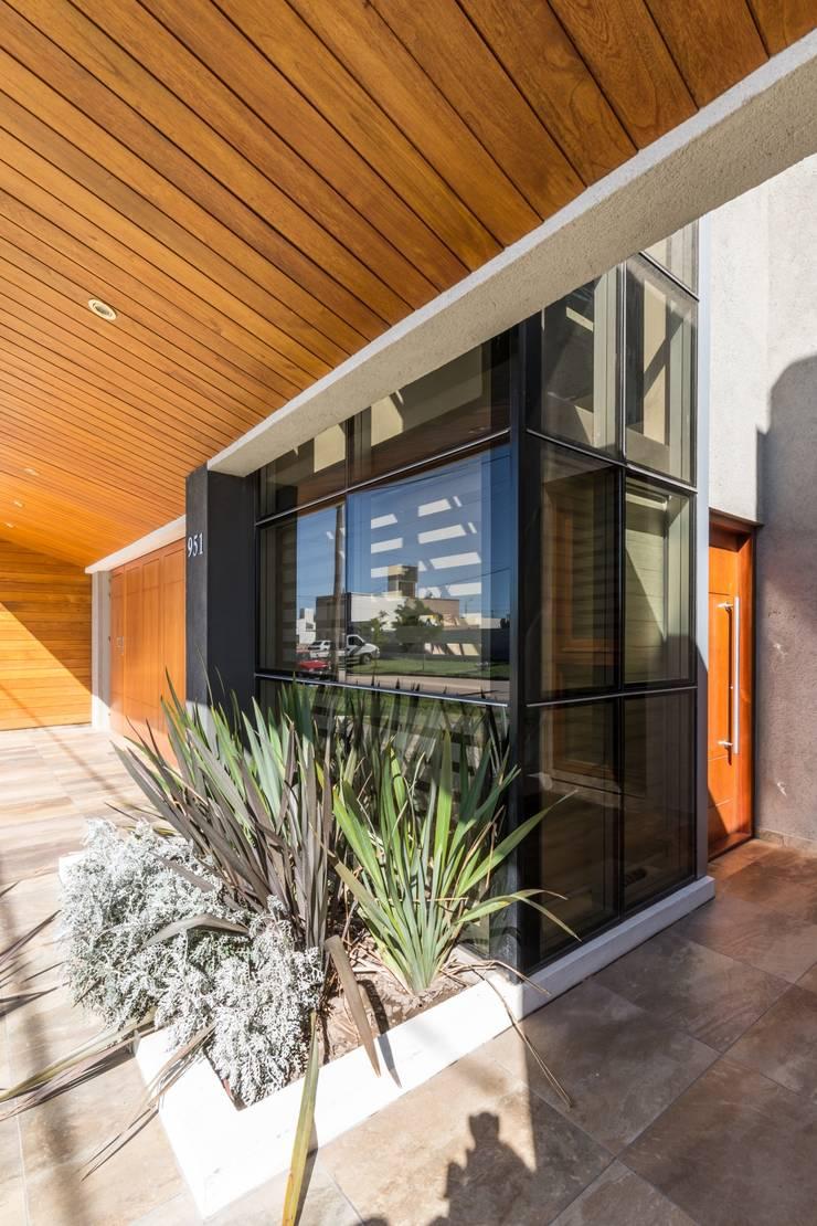 CASA MJ Casas modernas: Ideas, imágenes y decoración de KARLEN + CLEMENTE ARQUITECTOS Moderno Vidrio