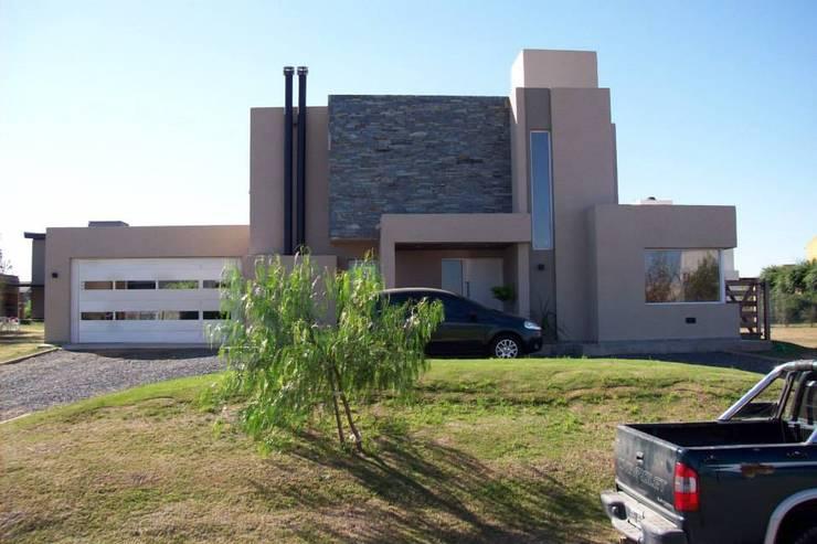 Casa en Barro San Isidro Villa Residencial - Villa Allende Cordoba: Casas de estilo  por Alejandro Asbert Arquitecto