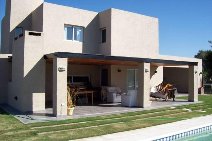 Casa en Barro San Isidro Villa Residencial – Villa Allende Cordoba: Casas de estilo  por Alejandro Asbert Arquitecto