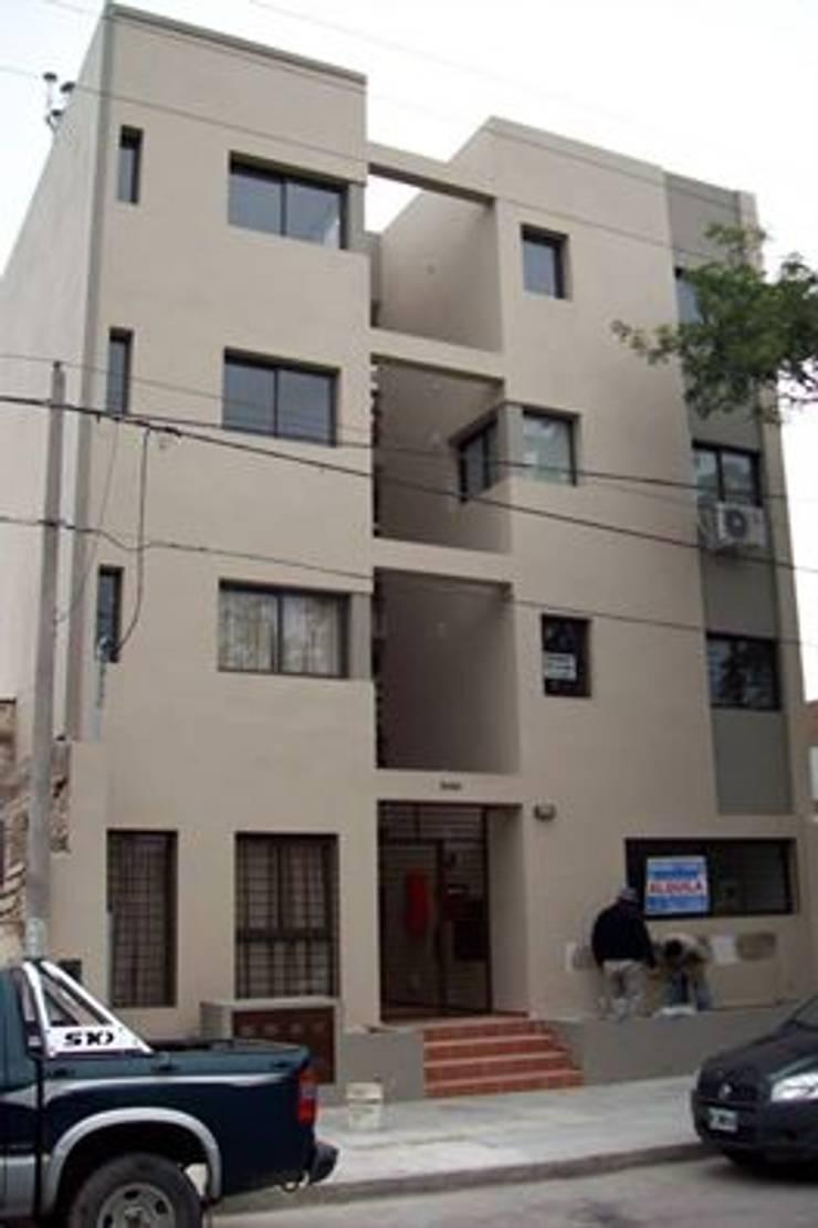 Fideicomiso Mendoza: Casas de estilo  por Alejandro Asbert Arquitecto