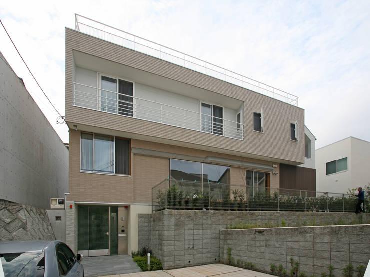 太陽の光を感じる家: 設計事務所アーキプレイスが手掛けた家です。