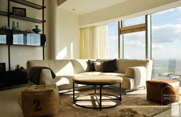 Salon z widokiem na panoramę miasta.: styl , w kategorii Salon zaprojektowany przez Pracownia Wnętrz