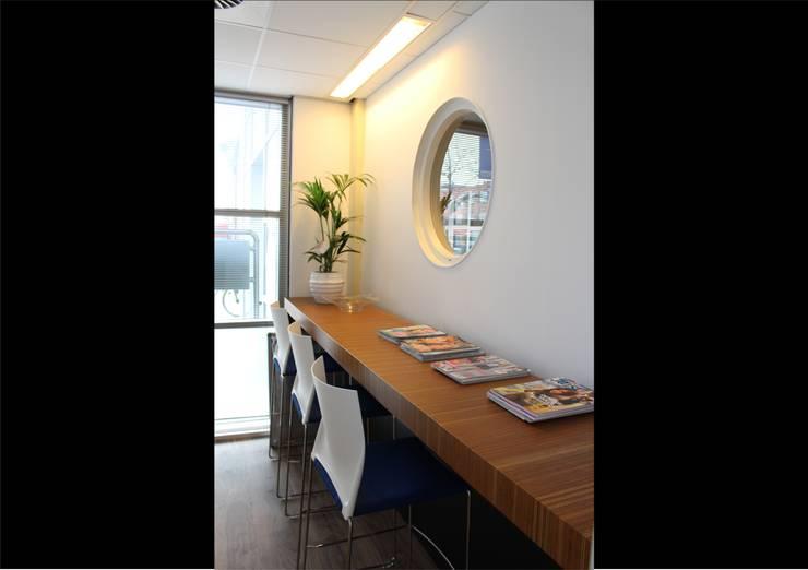 Dokterszorg Heerenveen:  Gezondheidscentra door Dick de Jong Interieurarchitekt, Modern Hout Hout