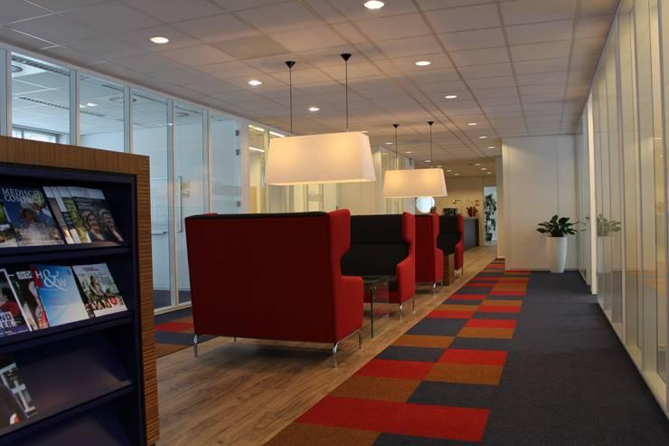 Dokterszorg Heerenveen:  Gezondheidscentra door Dick de Jong Interieurarchitekt, Modern