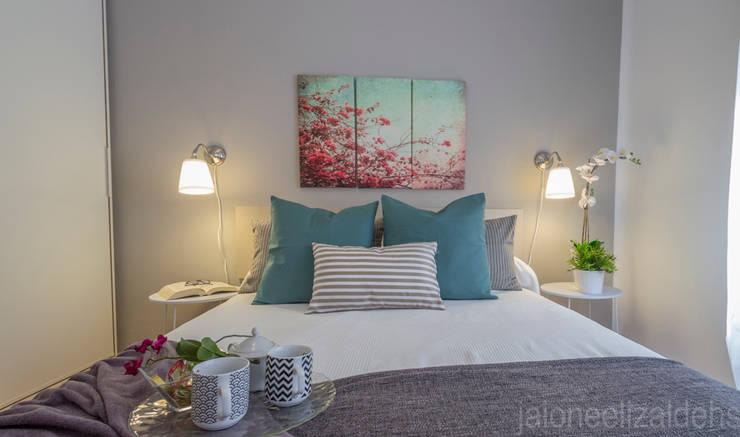 Recámaras de estilo  por jaione elizalde estilismo inmobiliario - home staging