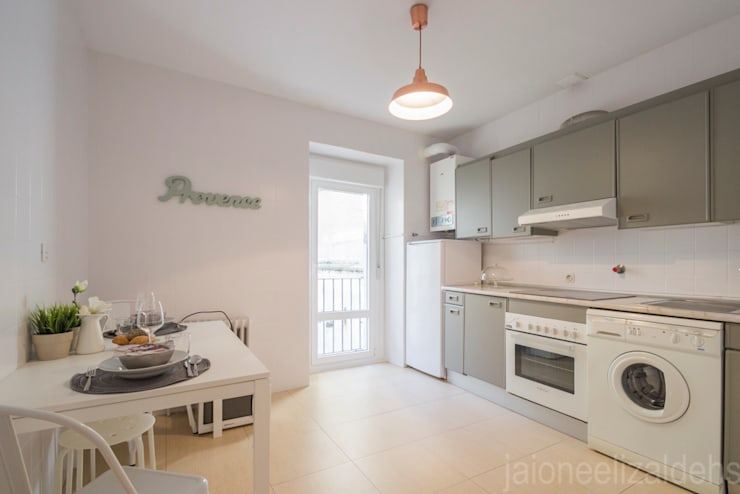 scandinavian Kitchen by jaione elizalde estilismo inmobiliario - home staging