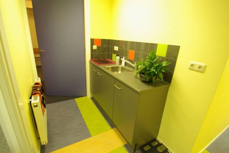 Fysiopraktijk Stiens:  Gezondheidscentra door Dick de Jong Interieurarchitekt, Modern