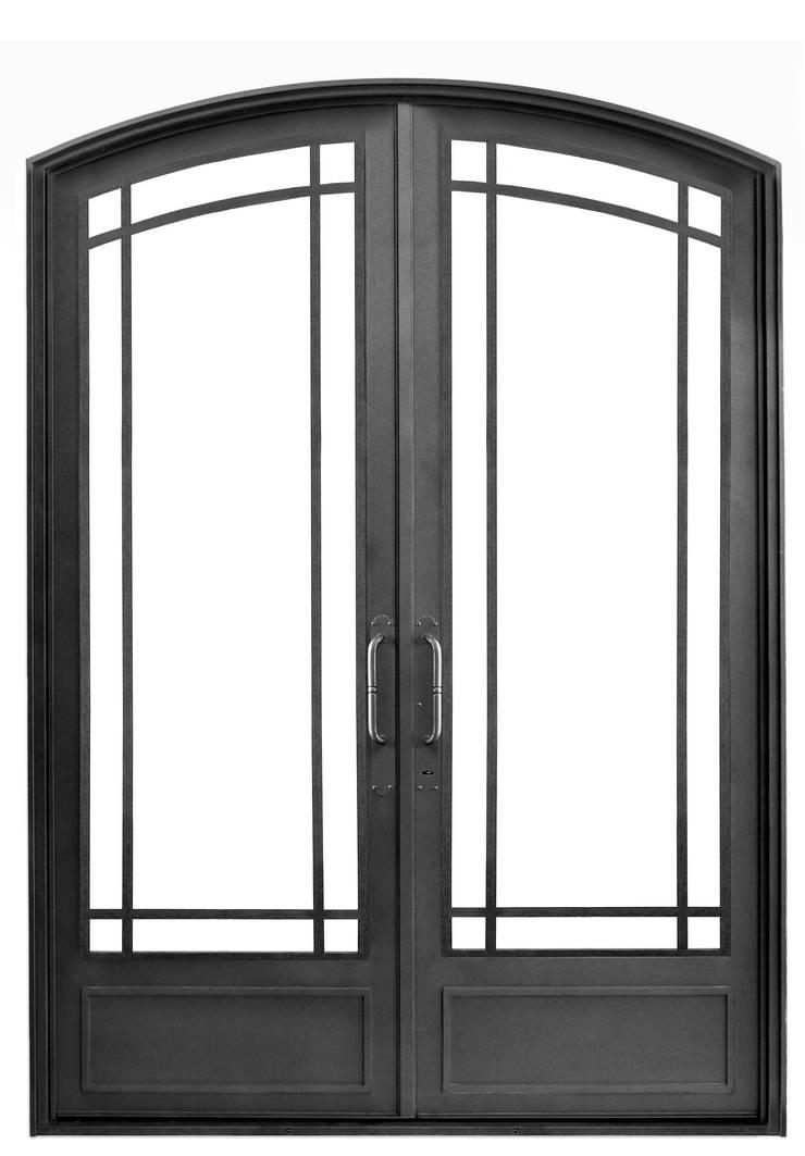 Puerta de entrada Casas clásicas de DEL HIERRO DESIGN Clásico Hierro/Acero