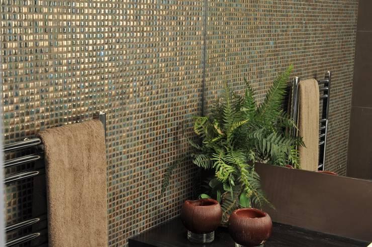 MOSAICS Luxor 60: Casa de banho  por Kerion Ceramics