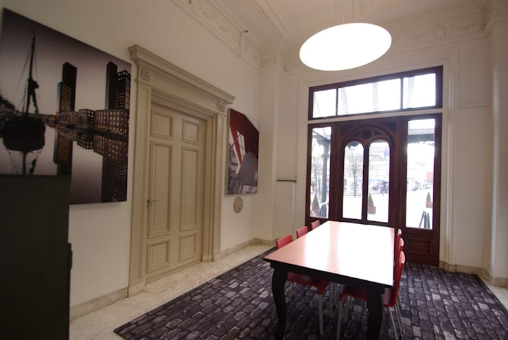 Stadskantoor gemeente Leeuwarden:  Kantoor- & winkelruimten door Dick de Jong Interieurarchitekt, Rustiek & Brocante