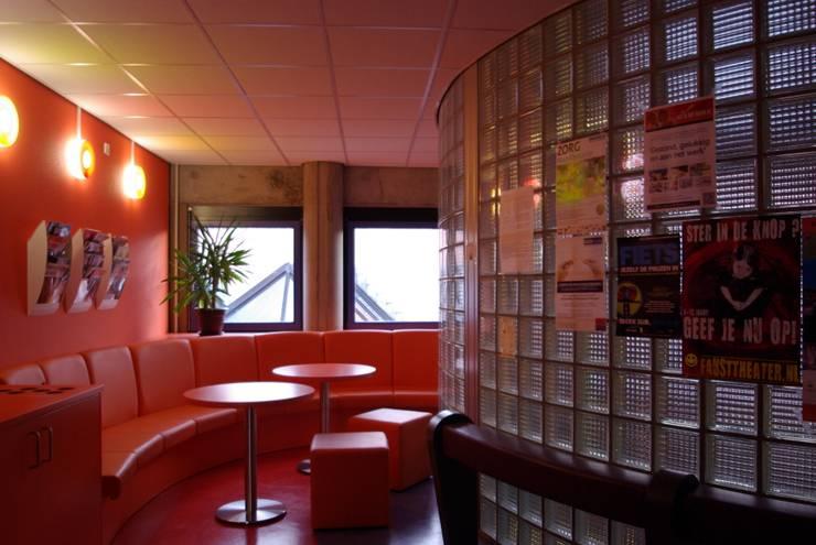 Stadskantoor gemeente Leeuwarden:  Kantoor- & winkelruimten door Dick de Jong Interieurarchitekt, Modern