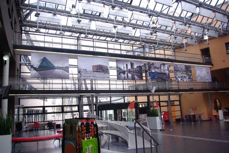 Stadskantoor gemeente Leeuwarden:  Kantoor- & winkelruimten door Dick de Jong Interieurarchitekt, Mediterraan