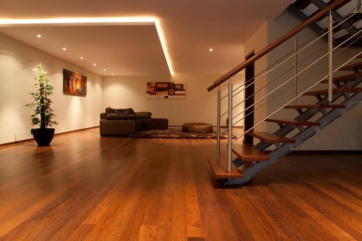 Salão amplo 100m2: Salas de estar  por Construções Couto Monteiro