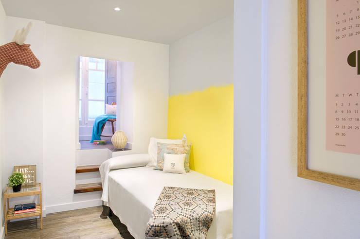 A Coruña for rent!: Dormitorios de estilo  de Egue y Seta