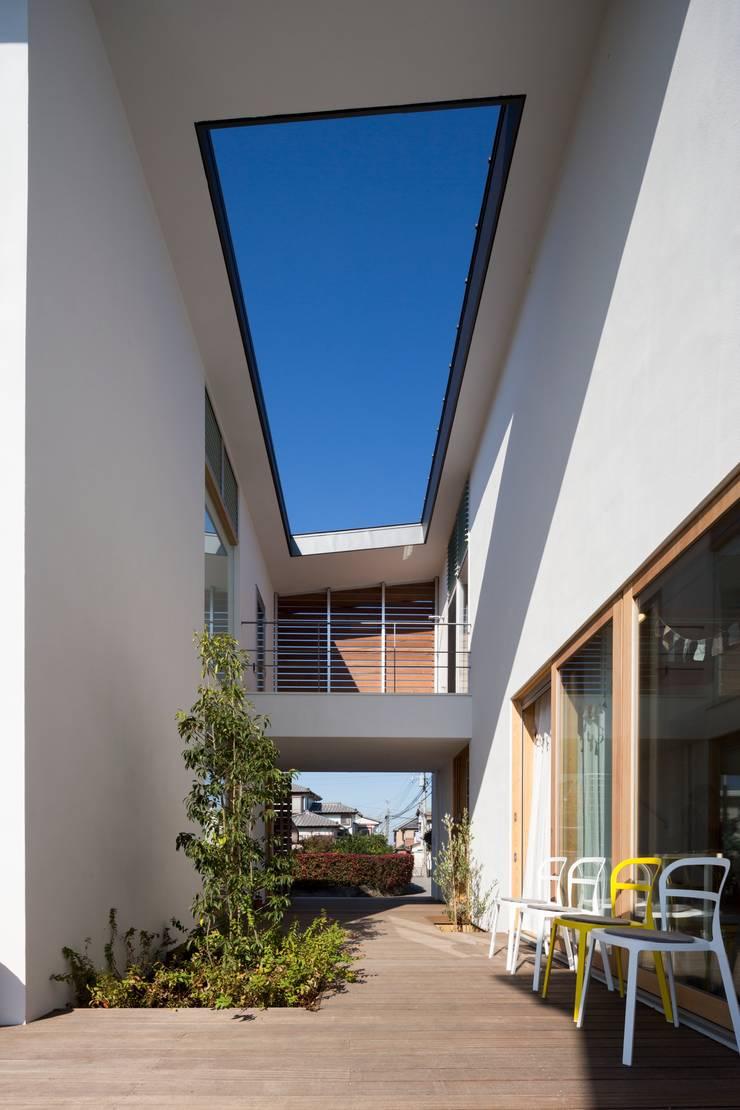 Jardines de estilo moderno de Studio R1 Architects Office Moderno