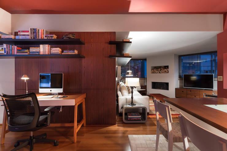 Salas de entretenimiento de estilo  por Johnny Thomsen Arquitetura e Design , Moderno Madera Acabado en madera